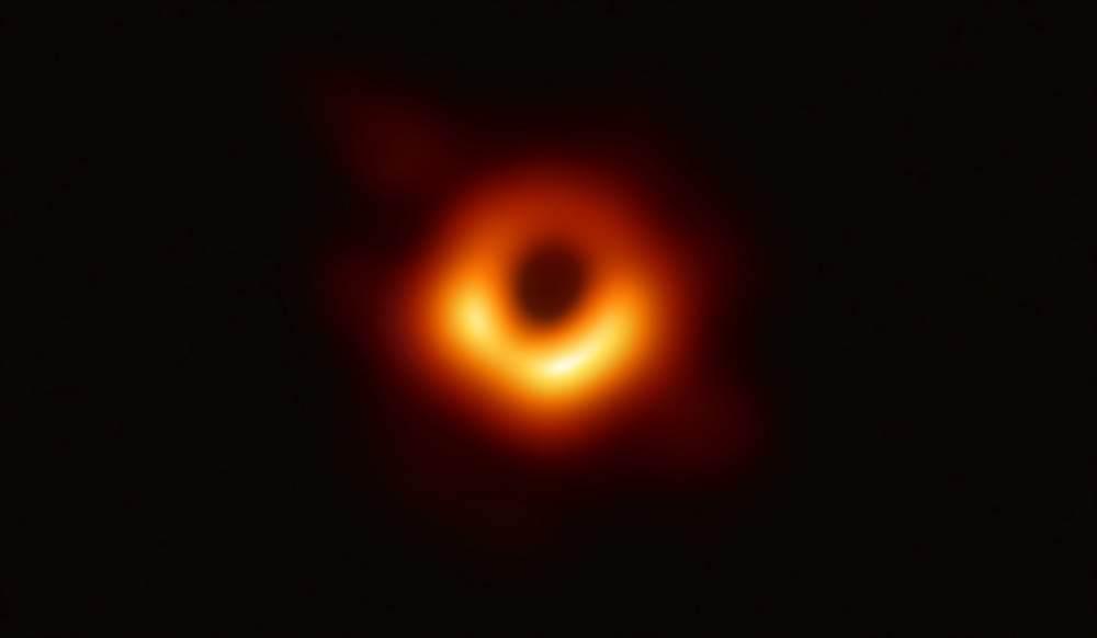人类首张黑洞图片公布